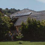Casa com painel de energia solar
